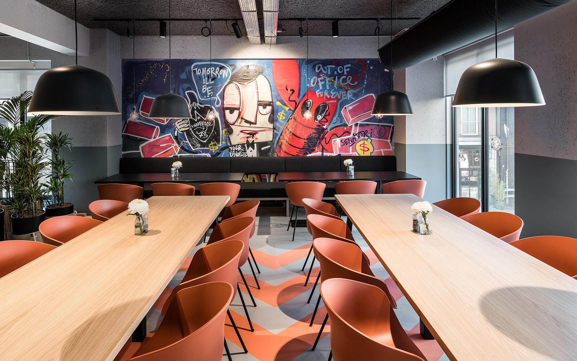 Restaurant (graffiti by Senatori)